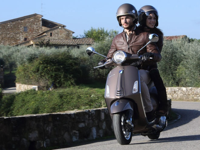 Vespa-Primavera-On-Road-01