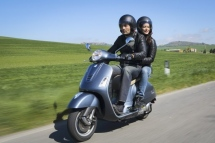 New-Vespa-GTS-Super-2014-04