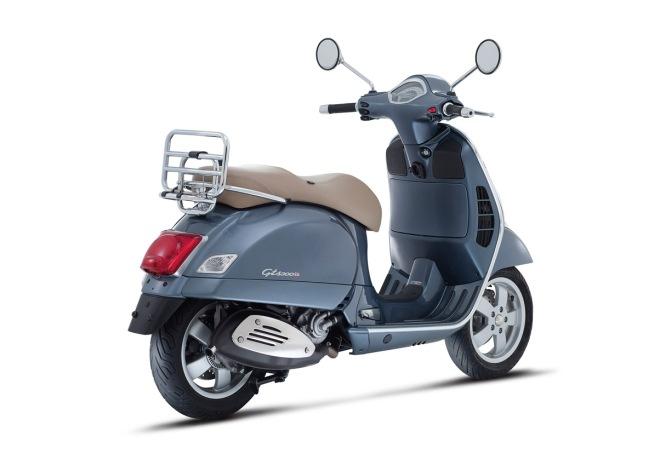 Vespa-GTS-300-Grigio-Dolomiti-06