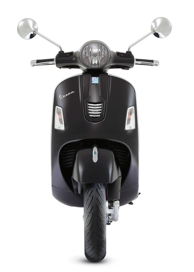 Vespa-GTS-Super-2014-Black-01