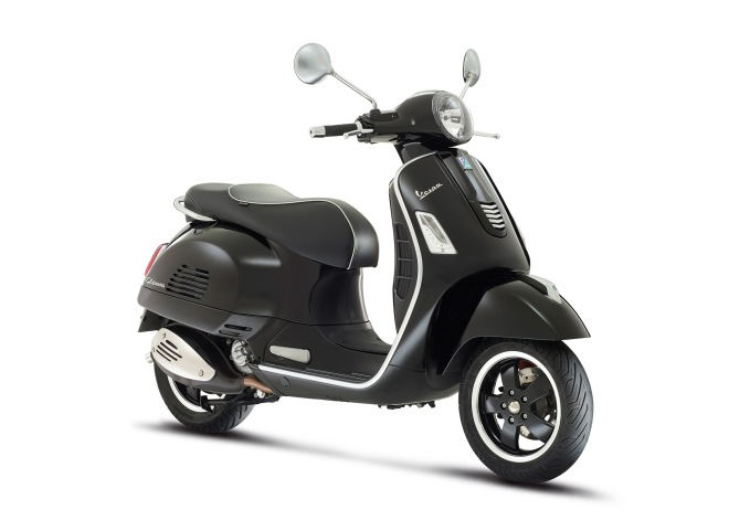 Vespa-GTS-Super-2014-Black-02