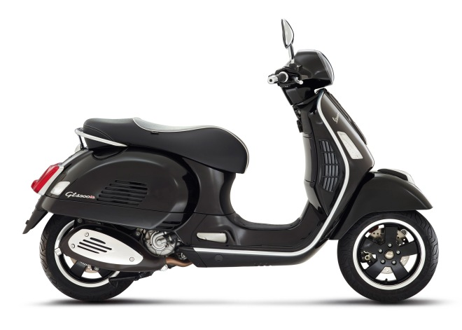 Vespa-GTS-Super-2014-Black-03