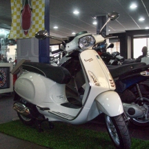 Vespa-Sprint-Shop-01