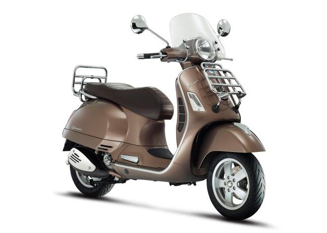 Vespa-GTS-Sport-Touring-2014-03