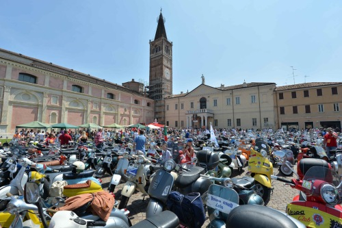 Vespa_World_D_2014_City_Parade_01