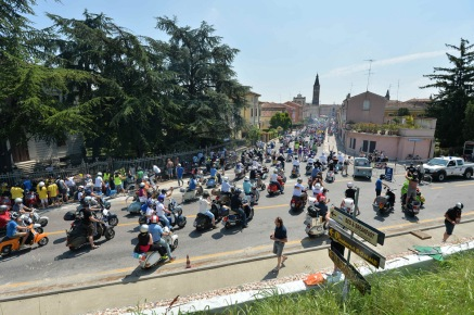 Vespa_World_D_2014_City_Parade_02