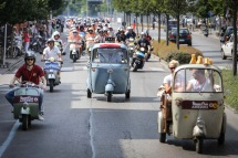 Vespa_World_D_2014_City_Parade_03