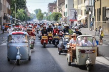 Vespa_World_D_2014_City_Parade_04