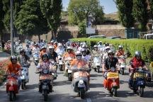Vespa_World_D_2014_City_Parade_07
