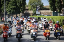 Vespa_World_D_2014_City_Parade_07