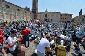 Vespa_World_D_2014_City_Parade_08