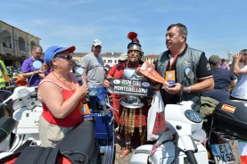Vespa_World_D_2014_City_Parade_09
