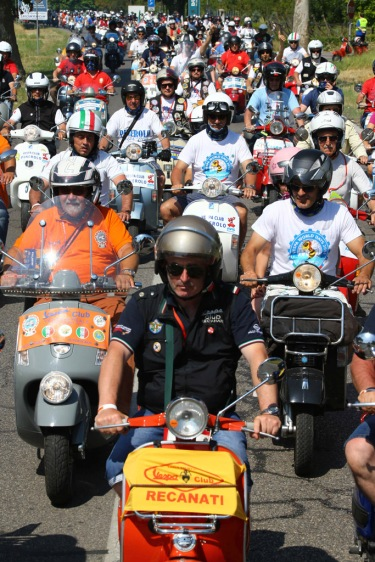 Vespa_World_D_2014_City_Parade_11