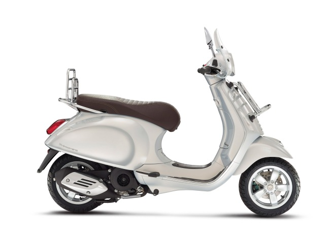 VespaPrimavera-Touring-125-150-grigio-03