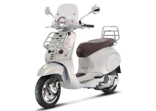 Vespa-Primavera-Touring-125-grigio-seta-01