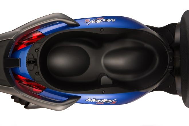 Piaggio Medley S Helmet Space