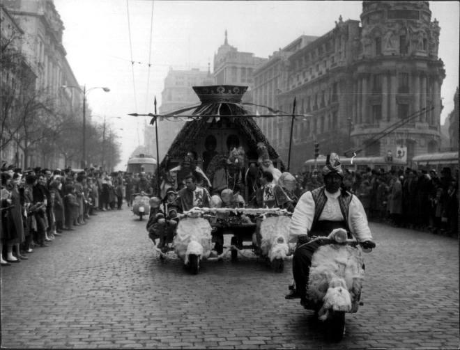 cabalgata-1959-madrid-vespa